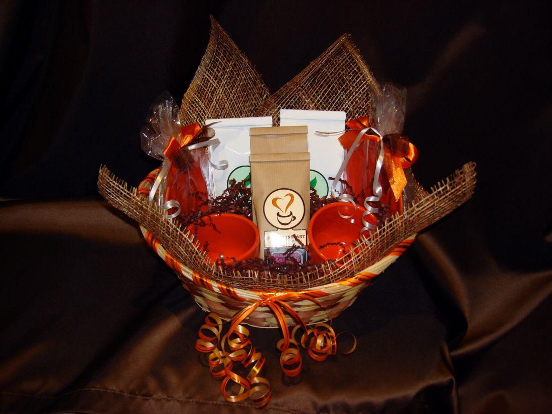 Кофейная корзина большая с 2-я чайными парами - подарочный набор №22